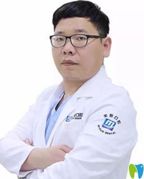 杭州美奥口腔穿颧种植手术主刀医生王明