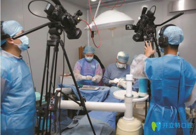 8旬老人种牙失败后在武汉清华阳光做了3d导板种植牙修复