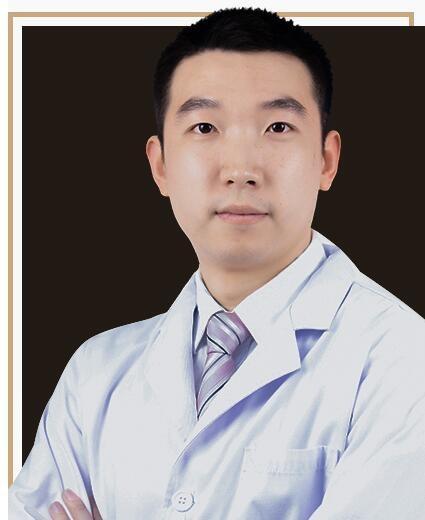 深圳阳光口腔门诊部李轶璞