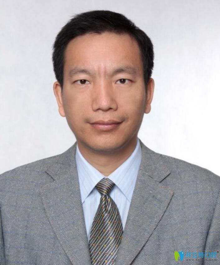 武汉大学口腔医院的吴中兴教授