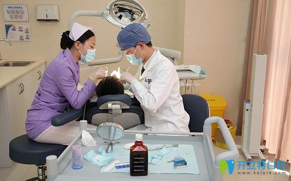 美奥口腔医生做牙齿治疗图示