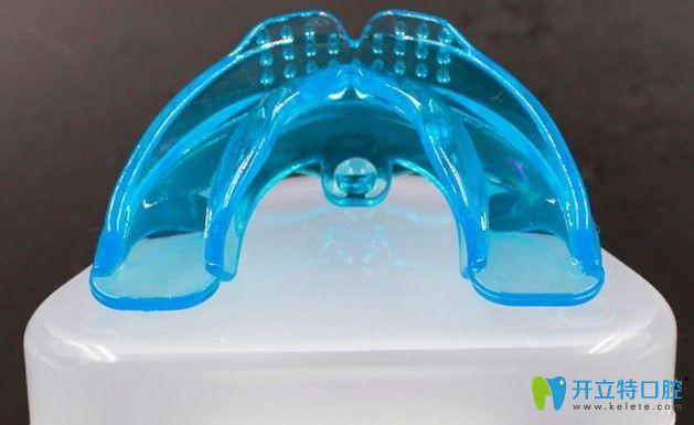 牙齿保持器图片