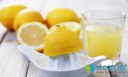 喝柠檬水去除口臭
