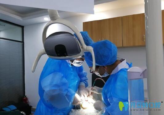 刘杰彪院长给老爸做全口种植牙手术