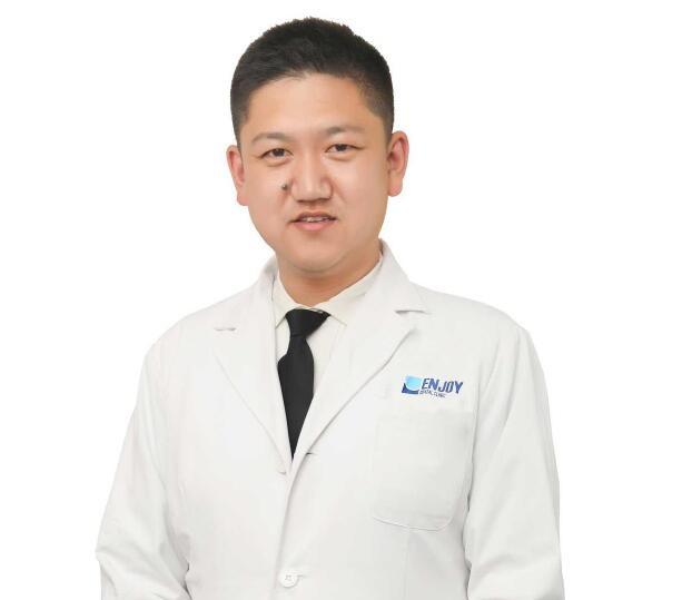 沈阳完佩国际口腔门诊部李金刚