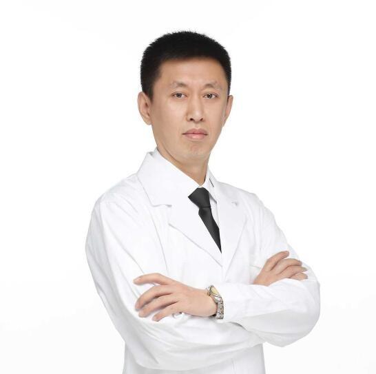 沈阳完佩国际口腔门诊部刘江浩