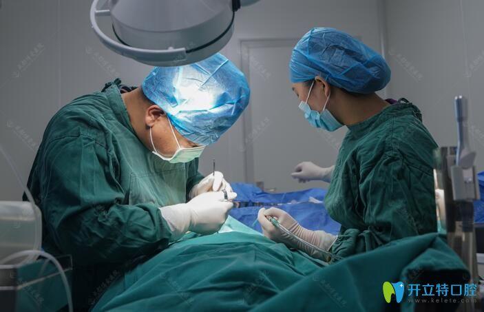 直播博爱口腔余国庆即刻种植牙手术过程