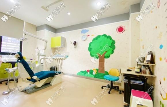 具有卡通色彩的儿童诊室