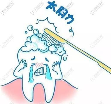 杜绝暴力刷牙以防损伤牙龈