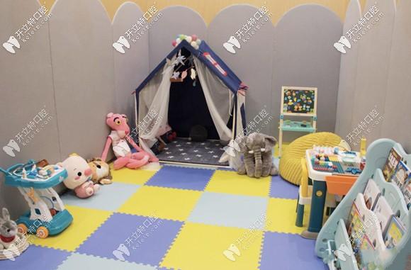 昆明美奥口腔医院的儿童娱乐区
