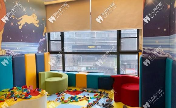 颜色鲜艳的儿童娱乐区