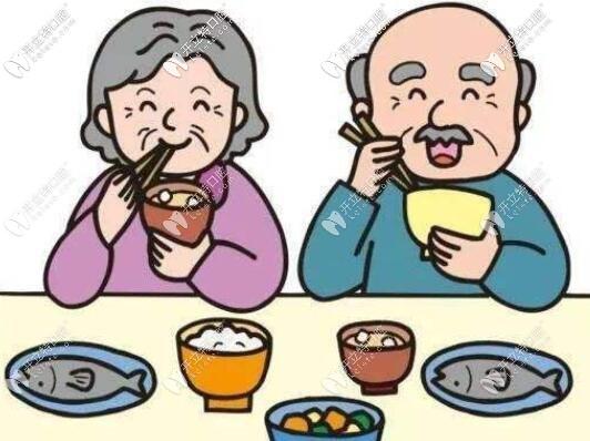老妈镶牙辛酸史,没想到这次安的吸附性义齿真的挺好的