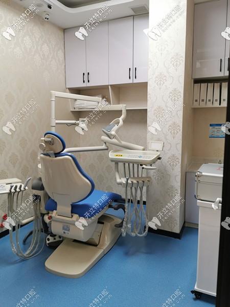 干净整洁的诊疗室