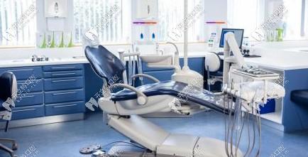 独立的诊疗室及牙椅