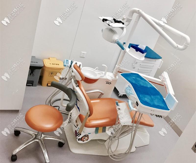 菁品口腔的数字化牙椅