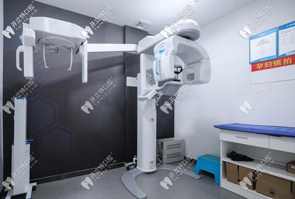 登记信息后就先来做CT、X光片,不过都是免费的