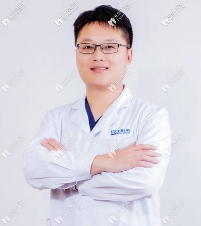 乌鲁木齐美奥口腔门诊部陈斌