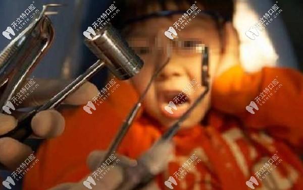 关于小朋友束缚治疗牙齿:儿童补牙束缚治疗安全吗?