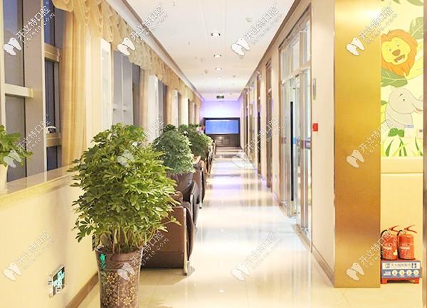 众植齿科主要是以医疗为主,兼教学、科研、义齿加工