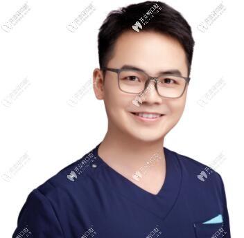 重庆八益牙科的杜延林医生