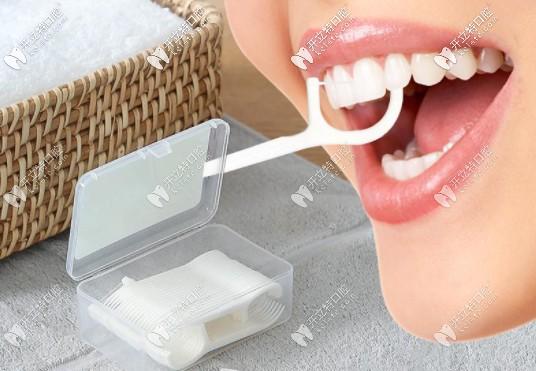 经常使用牙线的危害有哪些呢?想知道是牙线棒和牙线哪种好