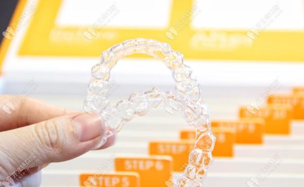 easysmile轻松笑隐形牙套为什么便宜,和隐适美比哪个好